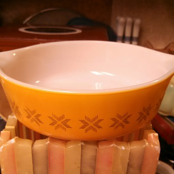 "Pyrex ""Town & Country ""1pint Round Casserole"