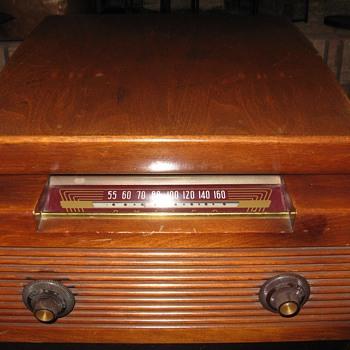 Philco 1948 model 48-1253 Radio Phonograph - Electronics