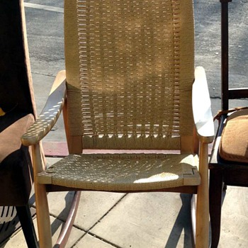 Woven Mid-century Chair - looking for info