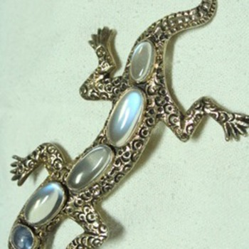 Vintage Moonstone and Natural Sapphire Lizard Brooch - Fine Jewelry