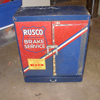 rusco engineered metal display cabnet