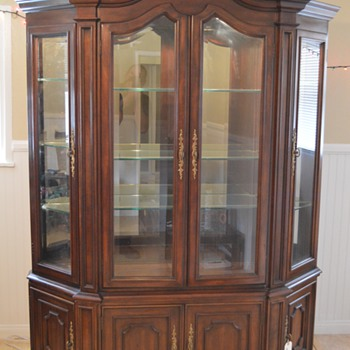 Help me figure out what this is????  China Cabinet - Furniture