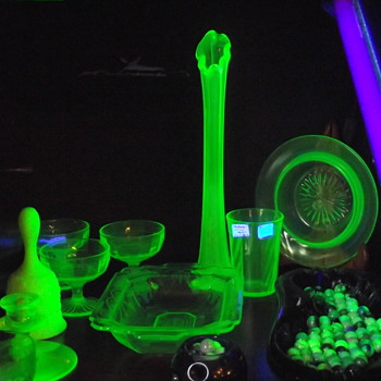 "Vaseline ""URANIUM"" glass mixed - Glassware"