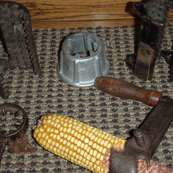 hand held corn shellers