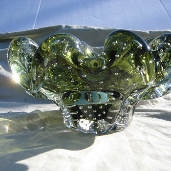 Green bullicante ruffled bowl