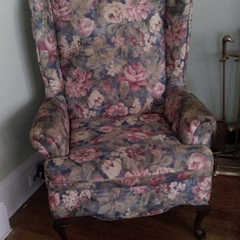 Abandoned at my house - Furniture