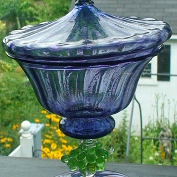 Art Deco-style compote with grape cluster accents by Salviati. Italy, 20th century (?) - Art Glass