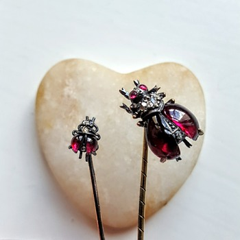 Size comparison between usual stick pin size and the tiny bug. - Fine Jewelry