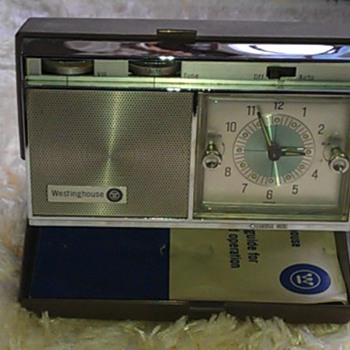 Westinghouse H968PLA Travel Clock Radio - Radios