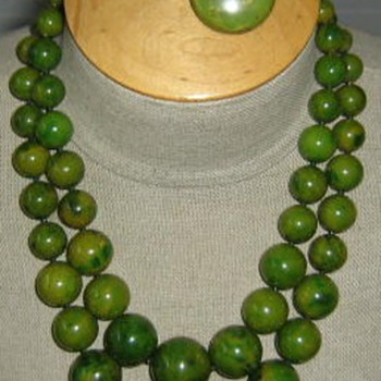 Spinach green bakelite necklace, earrings, bracelet