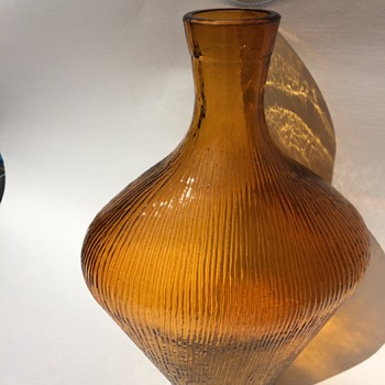 Who could possibly made this Golden Honey Amber Textured bottle or vase