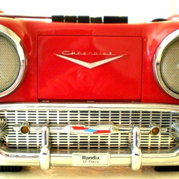 1980&#039;s Randix &#039;57 Chevy AM/FM-Cassette Portable Radio