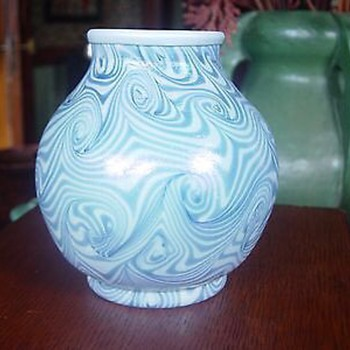 Unsigned art glass vase king tut 5""
