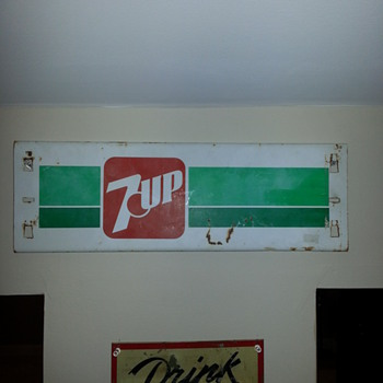7 Up sign