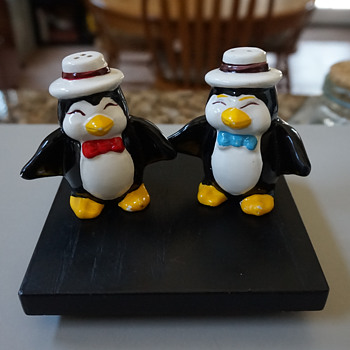 Penguin S&P Shakers - Kitchen