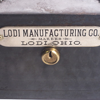 "Lodi Manufacturing Co,Lodi,OHIO""Saleman sample Steel Bank""1900-10 - Advertising"