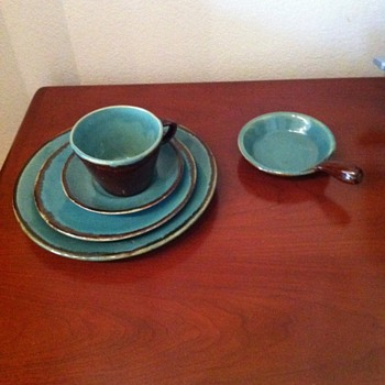 My Grandmother&#039;s (and I am 60) old two toned pottery dishes &amp; large serving dishes - China and Dinnerware