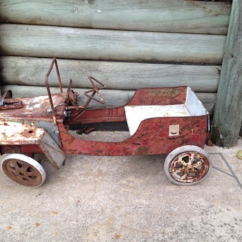 mystery pedal car, seems to have been heavily modified  - Model Cars