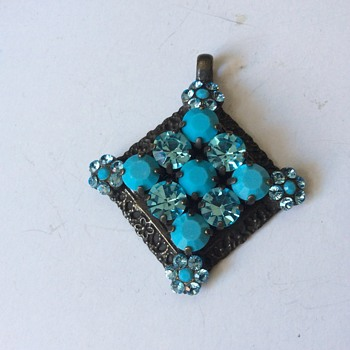 Antique looking pendant