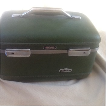 Vintage American tourister tiara train case