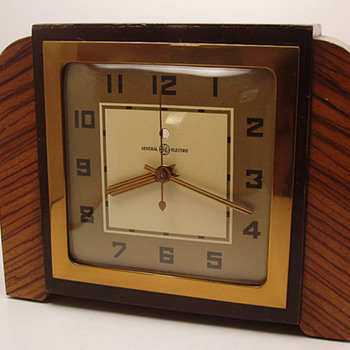"General Electric ""Tuscan"" Mantle Clock 1939"