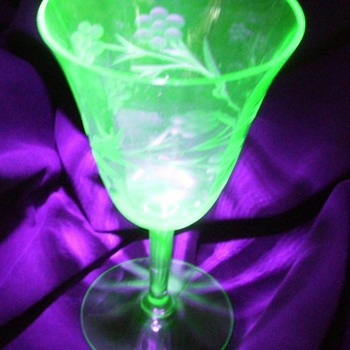 Unknown Wine Goblet - Depression / Uranium - Glassware
