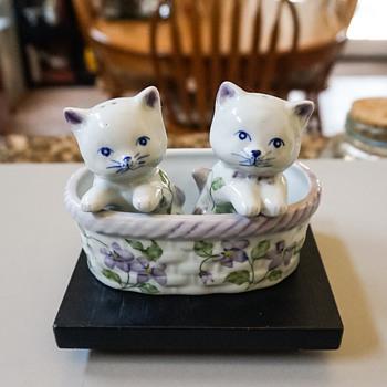 Two Kittens in a Basket Salt & Pepper Shakers - Kitchen