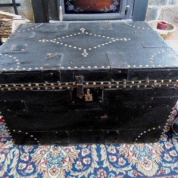 Late 1700&#039;s antique Brass Tack Trunk - Furniture