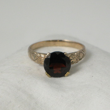 Round Garnet and Gold Ring - Fine Jewelry