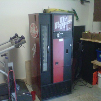 Dr. Pepper Machine - Coin Operated