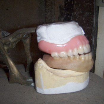 old dental mold and teeth