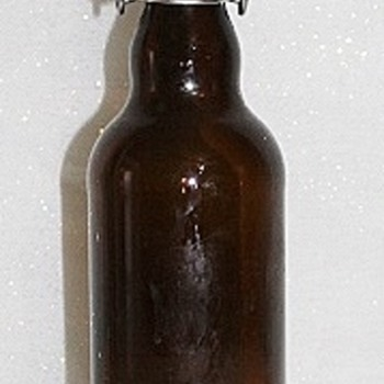 BEER BOTTLE WITH UNUSUAL CAP - Breweriana