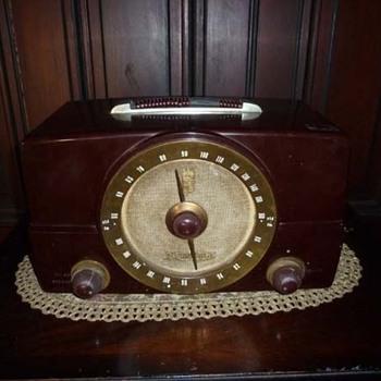 Vintage Zenith Bakelite Radio