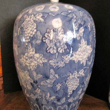 Blue & White Chinese Porcelain Vase/Ginger Jar
