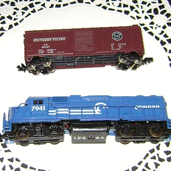 N Scale Engine and Box Car - Model Trains