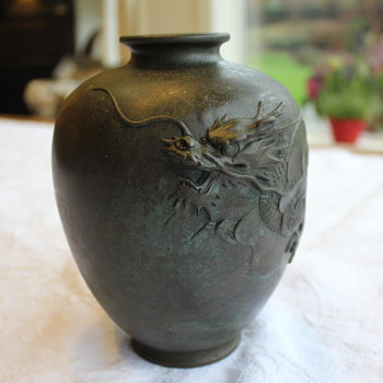 Japanese Bronze Vase - Yoshimasa artist? - Asian