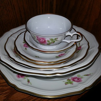 HAVILAND tea cup and saucer set - China and Dinnerware