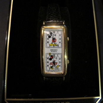 Micky and Minnie dual face watch