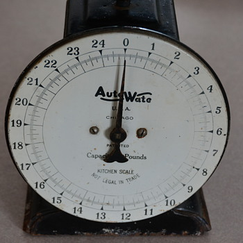 Vintage Auto-Wate Kitchen scale