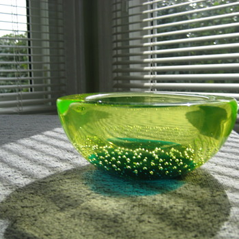 Galliano Ferro uranium bowl - Art Glass