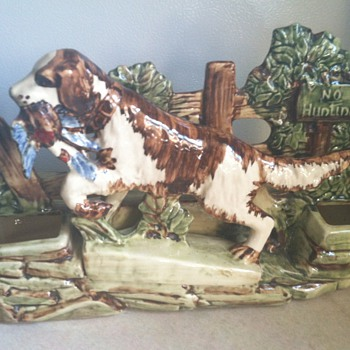 McCoy Bird Dog Planter - 1950&#039;s - Art Pottery