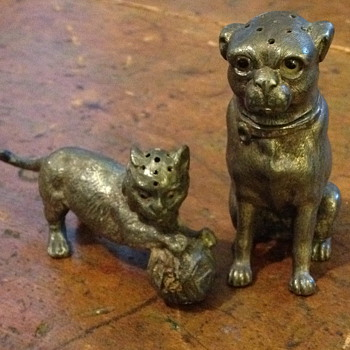 Cat and dog salt and pepper shakers