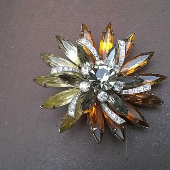 FAB Mid-Century Pinwheel Brooch Flea Market Find A BUCK - Costume Jewelry