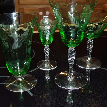 Pretty green goblets - Glassware