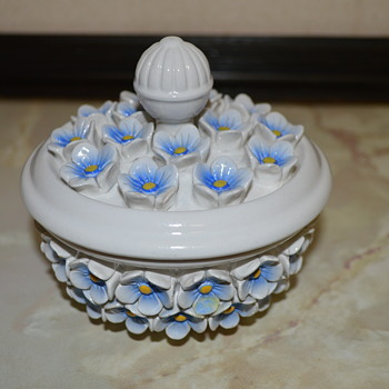 Italian pottery trinket box