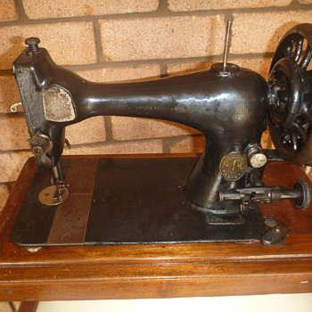 Old singer sewing machine - Sewing
