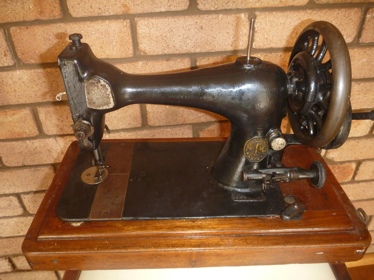singer sewing machine images