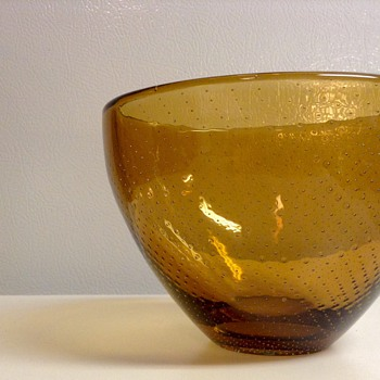1947 Gunnel Nyman Amber Bowl for Nuutajärvi, Finland