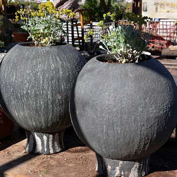 Two very large and modern ceramic planters - Art Pottery