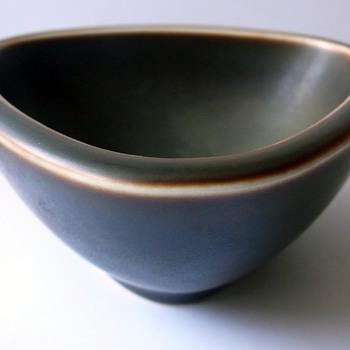 Bing & Grohndahl bowl.... Poulsen? - Art Pottery